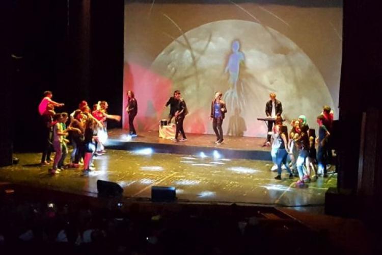 """INTERVIU: Julieta Georoiu, regizorul musicalului """"Daca noi ne iubim"""", pe muzica celor de la Holograf"""