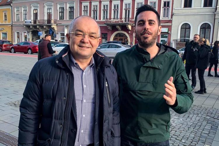 """Întâlnire cu Emil Boc, fără """"gardă de corp"""", prin centrul Clujului. Aluzie la fiul lui Dragnea"""