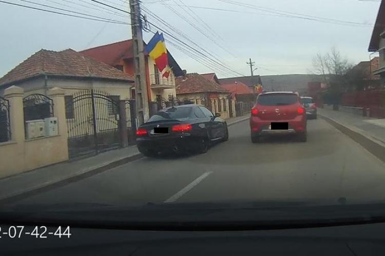 Florești: Are BMW și depășește în fiecare dimineață coloana - FOTO