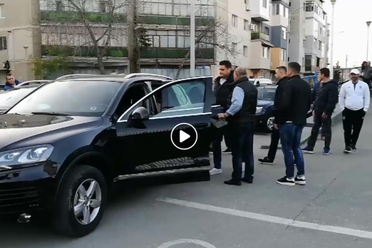 VIDEO - Fiul lui Liviu Dragnea fuge de la stadion cu escorta poliției și a unor malaci