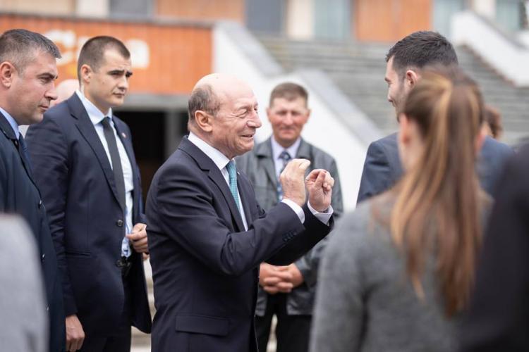 Băsescu a ironizat-o pe Theresa May: Au și ei Dăncila lor