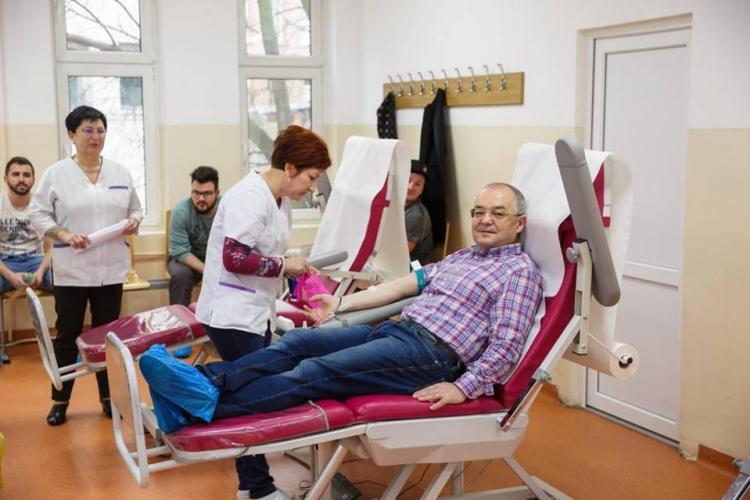 Campanie de donare de sânge la Primăria Cluj. Boc a donat și el FOTO