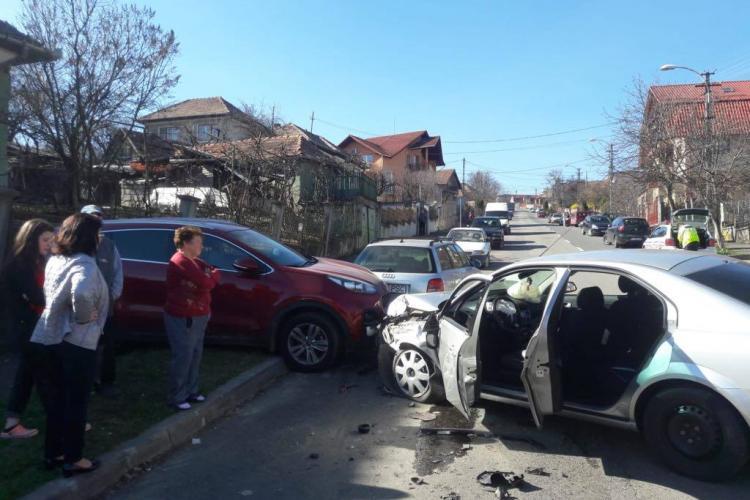 """""""Pericol public"""" pe străzile Clujului! Un șofer beat la volan a ajuns la spital după ce a cauzat un accident FOTO"""