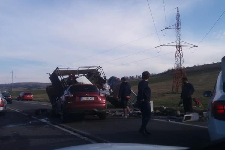 Accident la Izvorul Crisului, în zona restaurantului Delia - FOTO