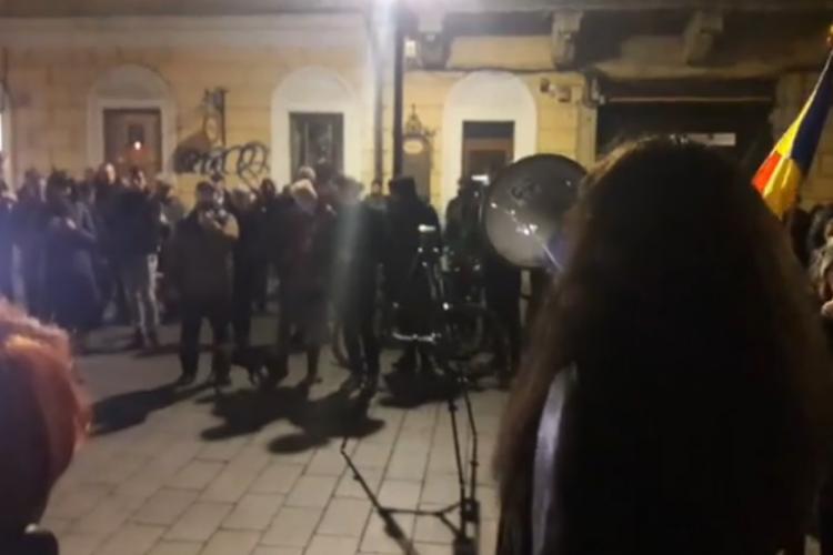 Câteva sute de clujeni au ieșit în stradă în semn de solidaritate cu magistrații VIDEO
