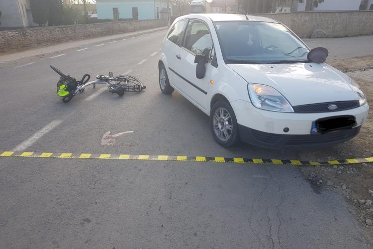 CLUJ: Biciclist de 76 de ani, lovit de mașină din neatenție FOTO