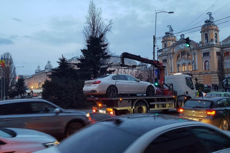 La Cluj nu mai poți lăsa limuzina BMW pe avarii și să mergi la cafea - VIDEO