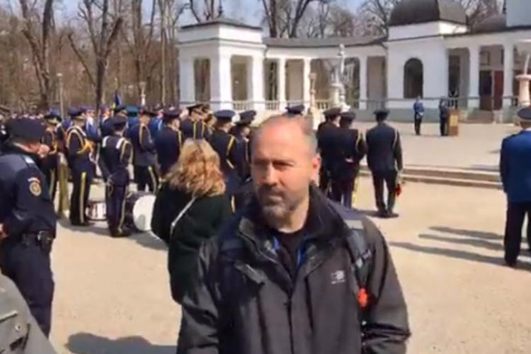 Protest la Cluj, de Ziua Jandarmeriei Române. Le-au confiscat bannerul ce aduce aminte de 10 august - VIDEO LIVE