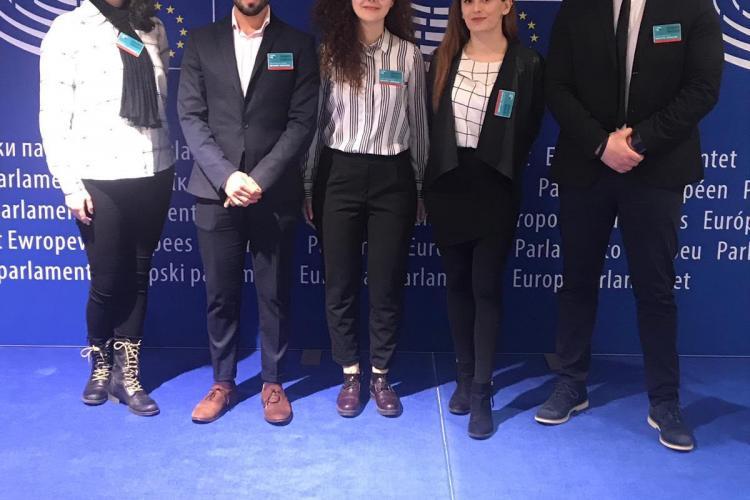 """Câștigătorul campaniei """"Show You Can"""", inițiat de UNTOLD, împreună cu ceilalți 4 finaliști au mers la Parlamentul European"""