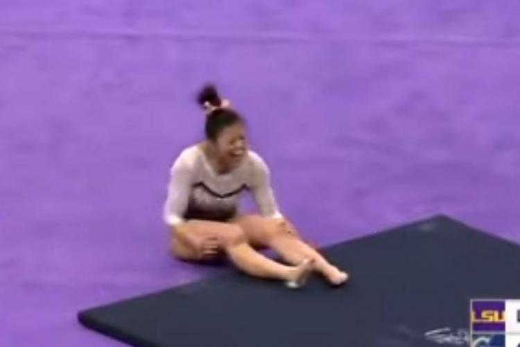 Momentul șocant în care o gimnastă și-a rupt ambele picioare în timpul unui concurs VIDEO