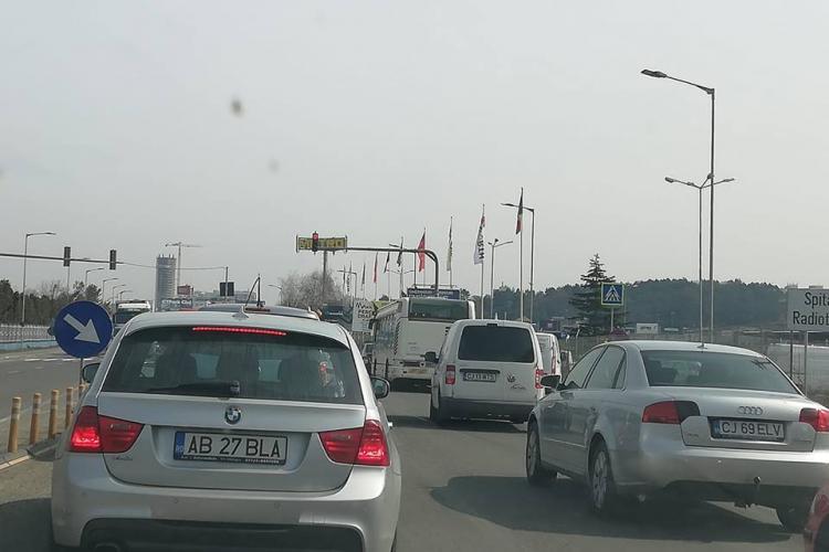 S-a pornit semaforul de la METRO! Traficul Mănăștur - Florești e paralizat - FOTO