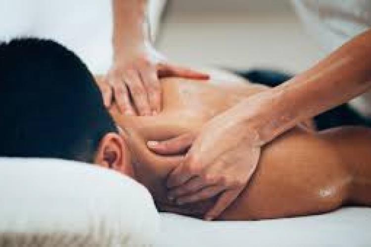 Femeie tâlhărită chiar de clientul căruia îi făcea masaj erotic