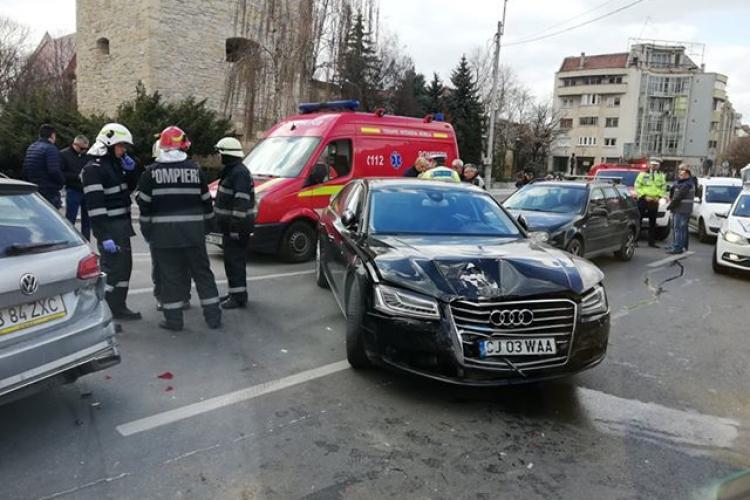 Accident în centrul Clujului filmat de camere! Fast and Furious EȘUAT lângă Baba Novac - VIDEO