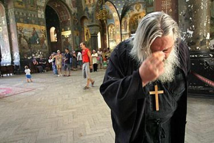 De ce trebuie să faci cruce când treci pe lângă o biserică