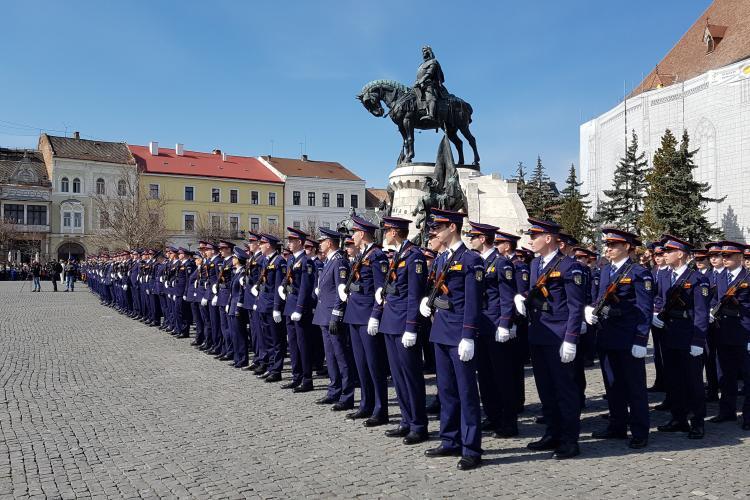 Ziua Poliției sărbătorită la Cluj cu depuneri de jurământ, ridicări în grad și premierea unor clujeni curajoși - VIDEO