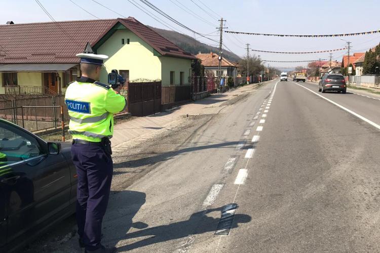 Peste 300 de vitezomani amendați într-o singură zi de polițiștii clujeni. Un șofer gonea cu peste 100 km/h prin Zorilor