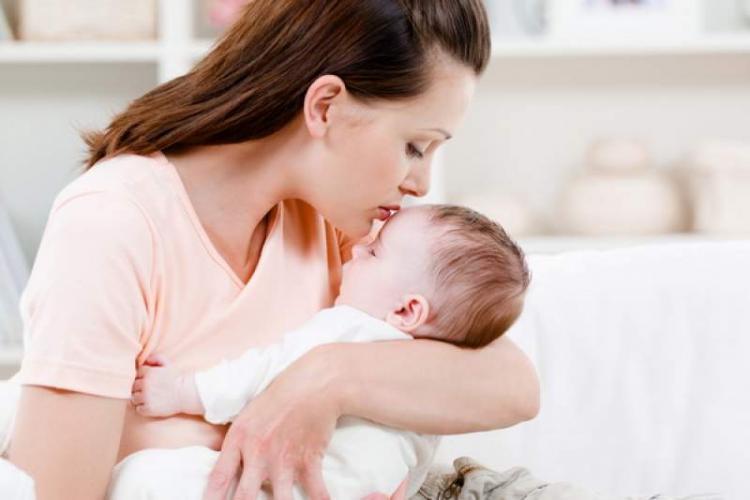 A crescut vârsta medie la care femeile din UE devin mame. La ce vârstă preferă româncele să aibă copii