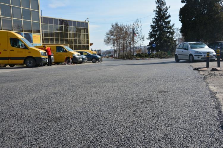 Sub presiunea publică, parcarea de la Aeroportul Cluj a fost asfaltată - FOTO