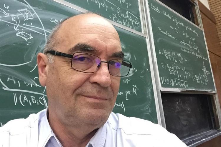 """""""Antrenorul"""" olimpicilor de la matematică: De ce iau elevii note mici la matematică?"""