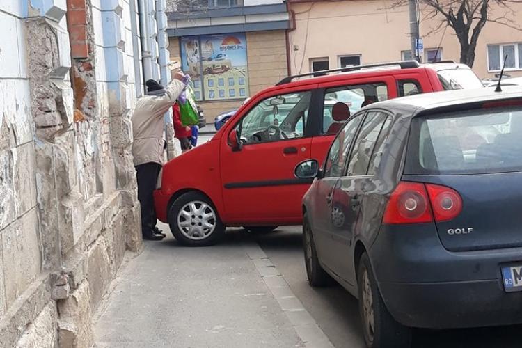 Parcare pe strada Pitești din Cluj-Napoca. Ce făcea un copil acolo? - FOTO