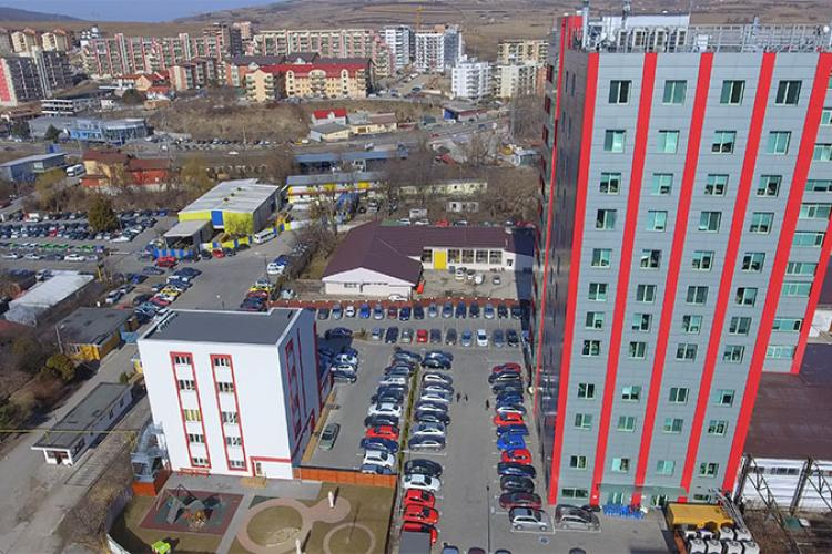 """E.ON a evacuat Amera Tower Baciu, după ce s-a găsit azbest cancerigen în acoperișul unui """"șopron"""""""
