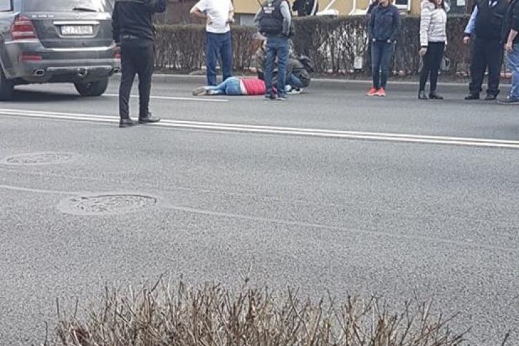 Adolescentă lovită de mașină în Zorilor. Traversa strada neregulamentar FOTO