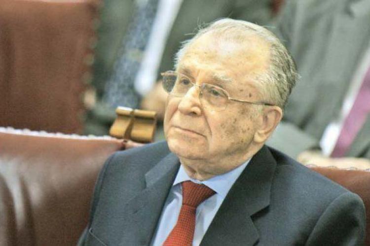 Ion Iliescu operat cu succes. Fostul președinte avea probleme cu inima