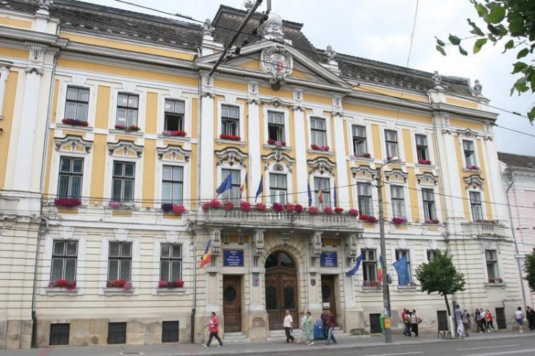 Angajații Primăriei Cluj au primit premii și lefuri nelegale în valoare de 13,5 milioane lei