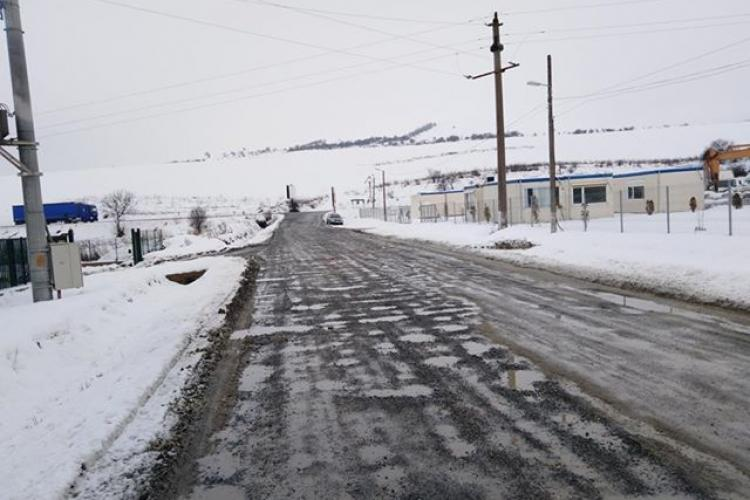 Consiliul Județean Cluj cârpește drumul Vâlcele – Rediu - Aiton: Ține până la prima ploaie - FOTO