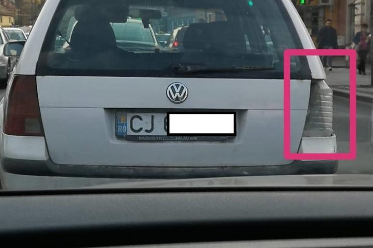 """Poza săptămânii la Cluj-Napoca! Pet în loc de stop. Șoferul nu e """"vinitură"""" - FOTO"""