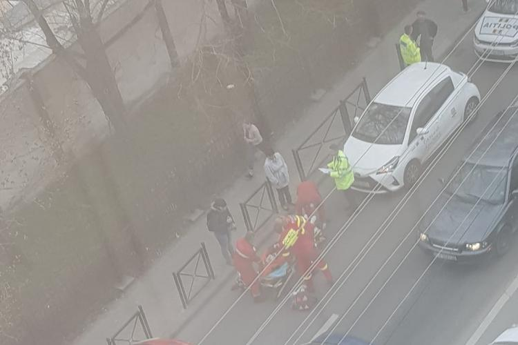 Pieton lovit de mașină pe strada Republicii. Traversa neregulamentar FOTO