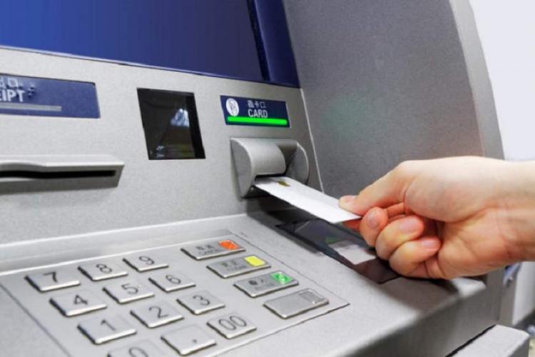 """""""Bonnie and Clyde"""" de România. Un cuplu de jefuitori spărgeau ATM-uri folosind explozibili"""