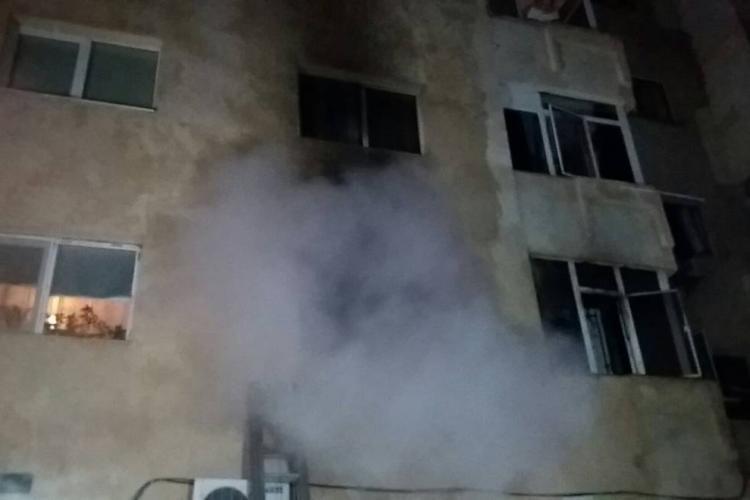 Explozie la un apartament de pe strada Fântânele. Un piroman a dat foc locuinței - VIDEO