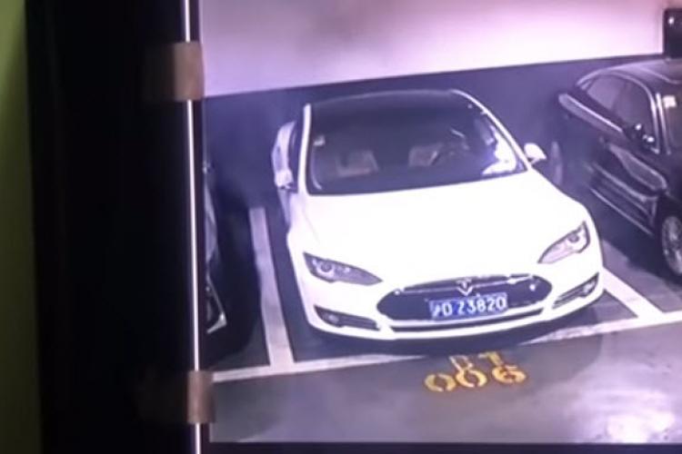 Cum a explodat o mașină Tesla într-o parcare - VIDEO