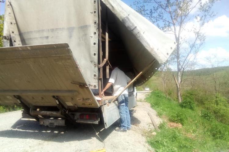 Așa se aruncă gunoiul la Cluj! Fotografiat în satul Făureni, comuna Vultureni - FOTO