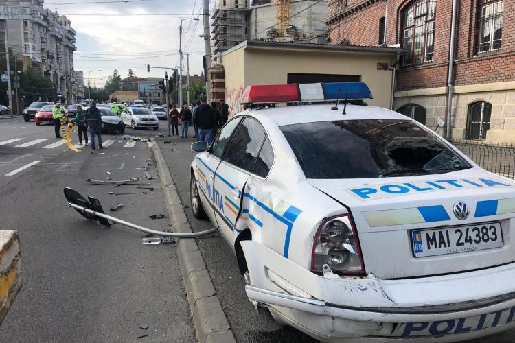 Accident grav în Piața Cipariu. A fost implicată și o mașină de Poliție  FOTO