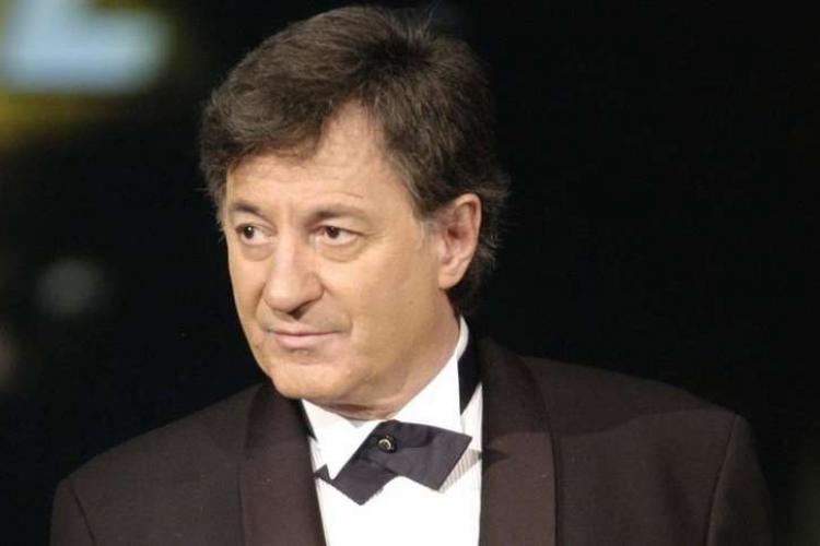 Caramitru lansează de la CLUJ săgeți spre politicienii incompetenți și hoți