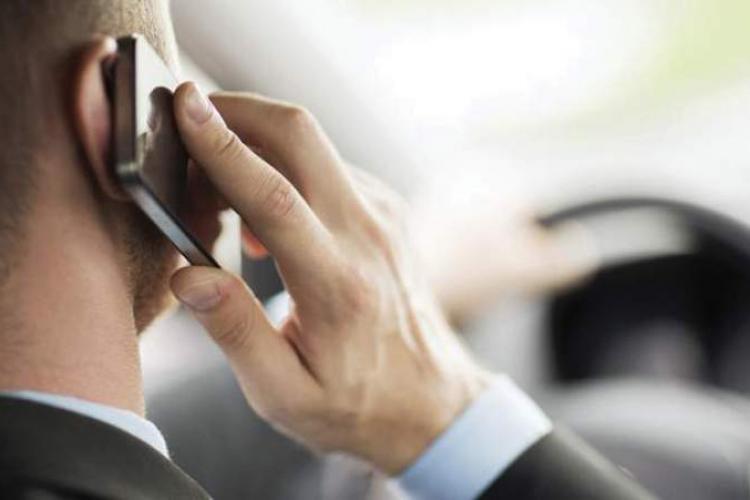 Se ieftinesc apelurile si SMS-urile către UE