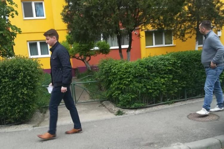 """PNL Cluj i-a dat afară URGENT pe tinerii care împărțeau pliante """"otrăvite"""" cu USR. Buda nu răspunde la telefon"""