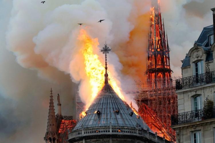 Proprietarul Gucci donează o AVERE pentru reconstrucția Notre-Dame. Proprietarii Louis Vuitton donează 200 de mil. de euro