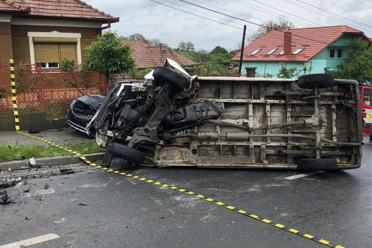 Accident pe strada Spicului! O mașină s-a răsturnat în urma impactului - VIDEO