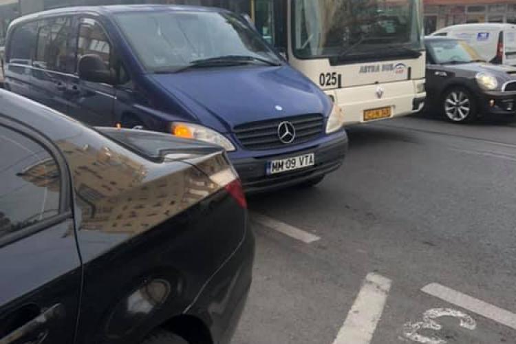 Șofer de troleibuz atacat cu spray paralizant, în Mănăștur, de un șofer recalcitrant - FOTO
