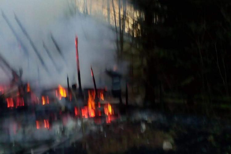 A ars cabana de la Rusesti, comuna Mărișel. Care a fost cauza - FOTO
