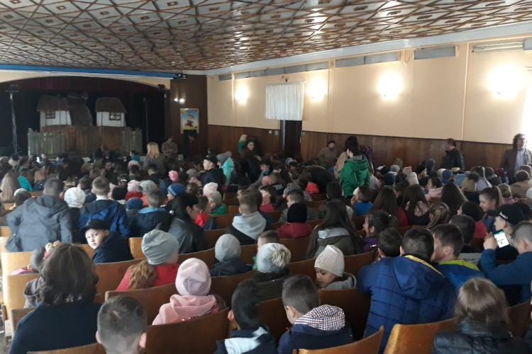 """Teatrul Puck Cluj face furori în Ucraina cu spectacolul """"Punguța cu doi bani"""" - FOTO"""