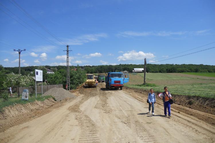 OFICIAL: Aproape o treime din drumurile României sunt pietruite şi de pământ