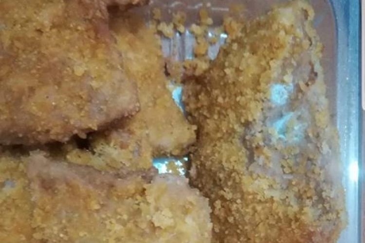Un clujean a cumpărat mâncare din Carrefour. Era stricată! Răspunsul vânzătoarei l-a UIMIT - FOTO
