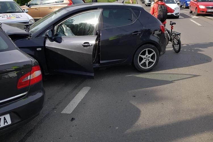 CLUJ: Pietoni loviți de mașină chiar pe trotuar, în urma unui accident pe Splaiul Independenței FOTO