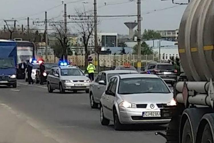 Hoț prins de polițiști la 10 minute după ce a furat o mașină din benzinărie la Cluj! Oamenii legii l-au găsit în trafic FOTO