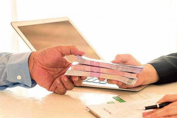 O bancă din România a șters 44.621 de euro din datoria unui român