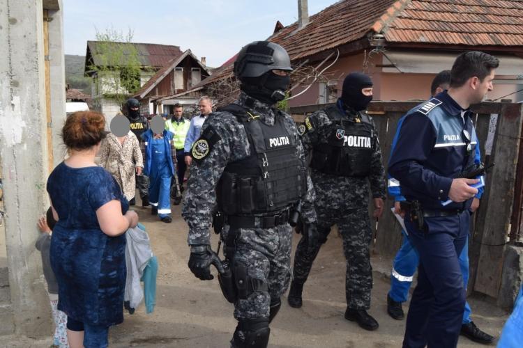 Razie cu mascați la Florești! Mai multe persoane au ajuns la secție FOTO